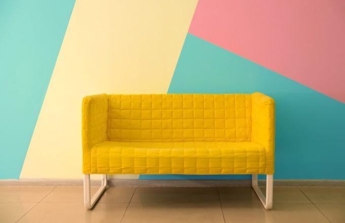 インテリアと馴染まない!ソファーの色・素材と部屋のインテリアを整えるコツ